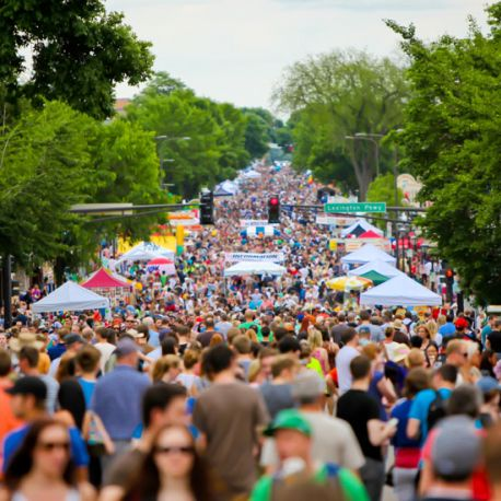 Summer in Saint Paul kicks off with Grand Old Day on Saint Paul's beautiful Grand Avenue.