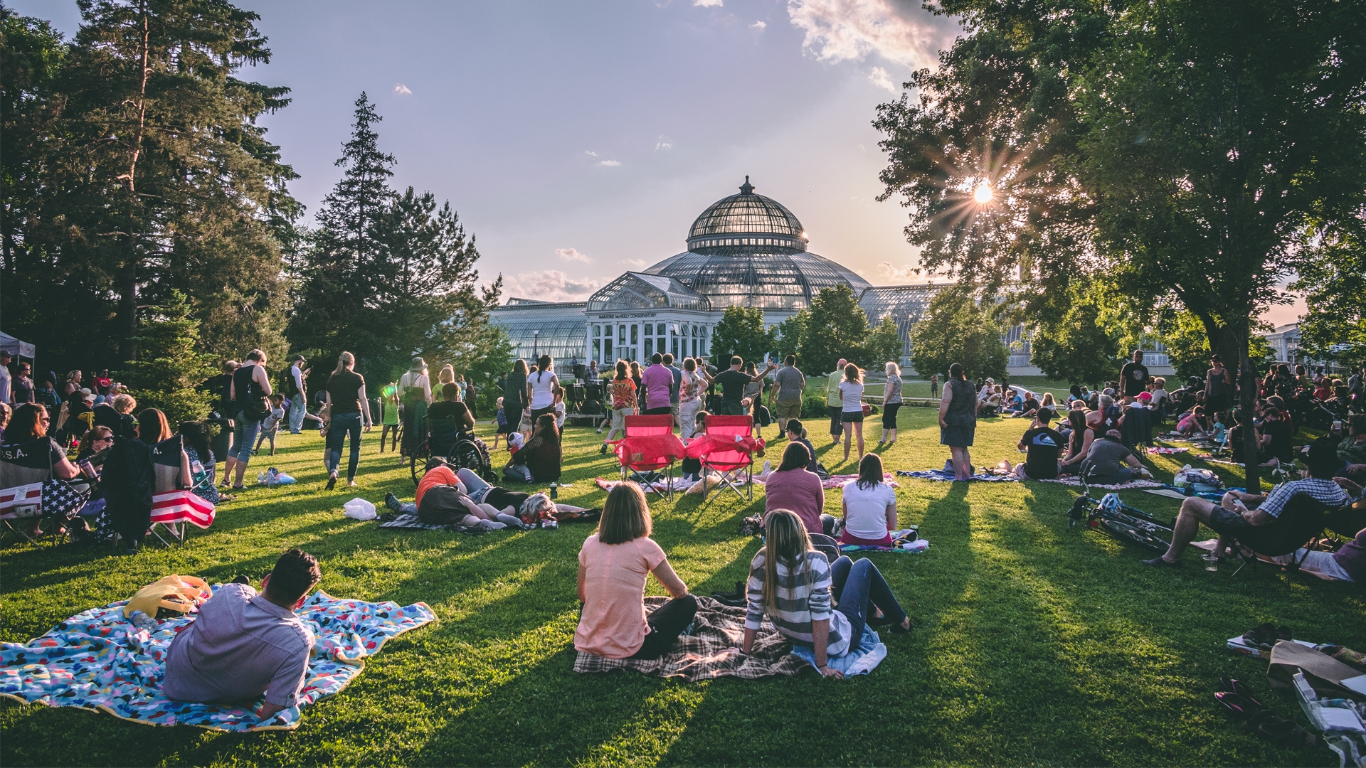 Nearly every night of the summer you can enjoy music at an outdoor stage in Saint Paul.